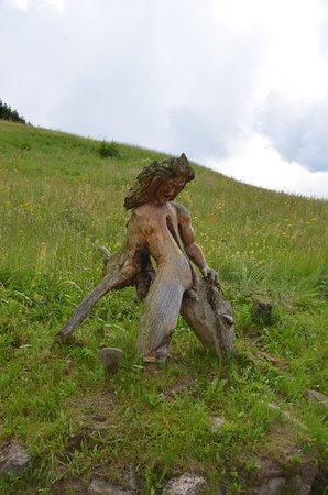 Dosoledo, Italy: radice scolpita