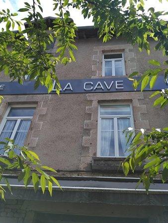 La Cave: Gezellig zitten op het terras