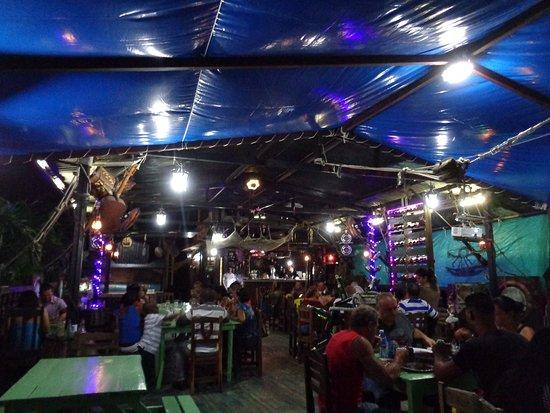 Nueva Gerona, Cuba: Exquisita comida y atención excelente, con música en vivo!
