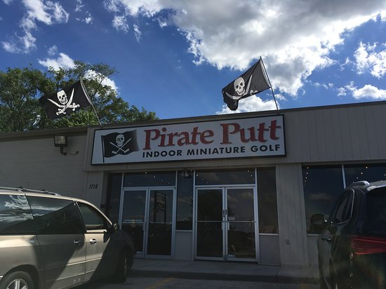 Council Bluffs, IA: Pirate Putt facade