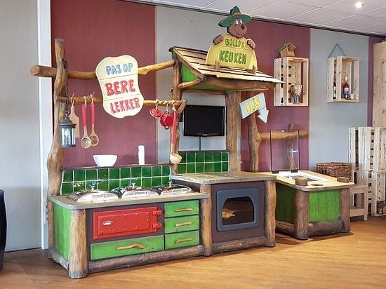 Keuken Voor Kinderen : Bollo s keuken waar kinderen hun eten kunnen pakken picture of