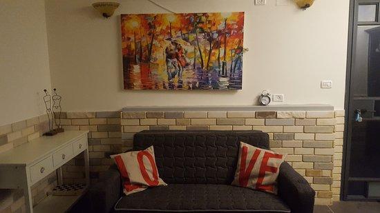 Bruchim Qela' Alon: הסלון