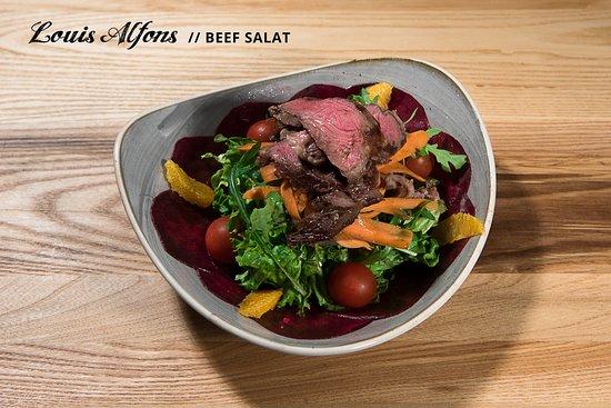 Beef Salat Mit Gegrillten Steak Streifen An Honig Senf Sauce Bild