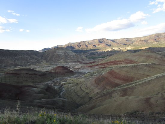 Dayville, OR: An overview of the painted hills