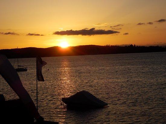 Berlingen, İsviçre: coucher de soleil sur le lac
