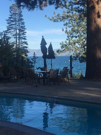Tahoe Vista, CA: Pool side is heavenly!