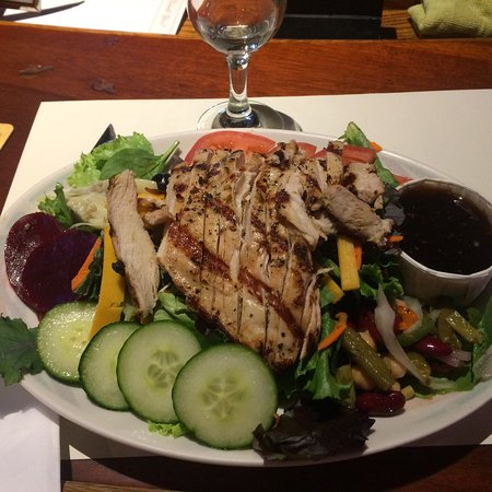 Laytonville, Kalifornien: Cobb salad with the teriyaki  vinaigrette