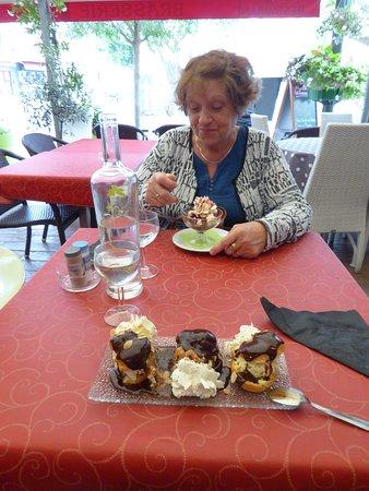 Le Passage Brasserie: Desserts excellents, et copieux...