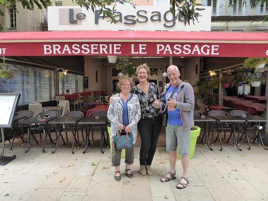 Le Passage Brasserie: Souvenir avec la patronne, Marilou...