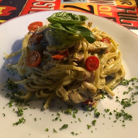 Segur-le-Chateau, France: Pesto Verde Linguine with Chicken and Prosciutto. Excellent!!!