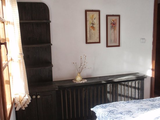 Zheravna, Bulgaria: A first floor bedroom with private bath