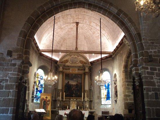 Eglise Paroissiale Saint-Pierre : Altar.
