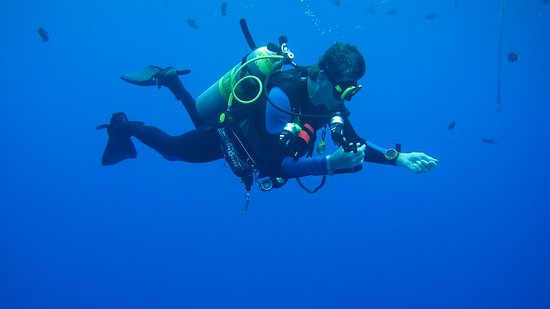 Lahaina Divers: Man, I hate having to get back on the boat!