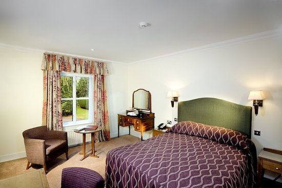 The Charlecote Pheasant Hotel: Guest room