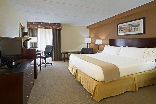 Holiday Inn Express and Suites Fort Lauderdale Executive Airport: Guest room