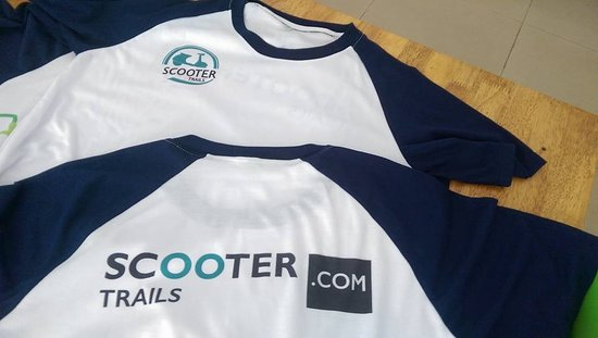 Kampot, Kambodscha: The first T-shirts of Scooter Trails.