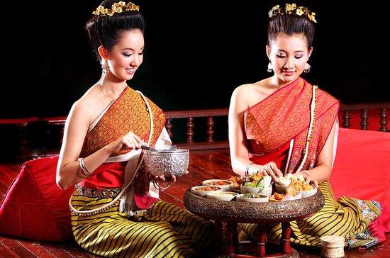 プライベートツアー:Doi Suthep TempleとKhantokeディ…