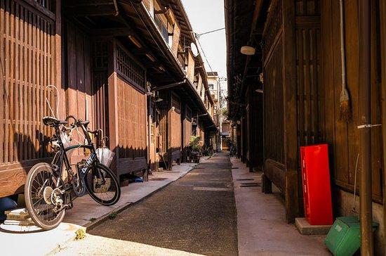 Kyoto secret streets group walking ...