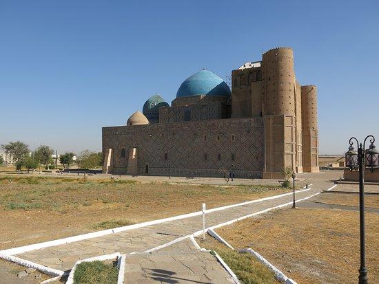Turkestan, كازاخستان: In the light of day - side