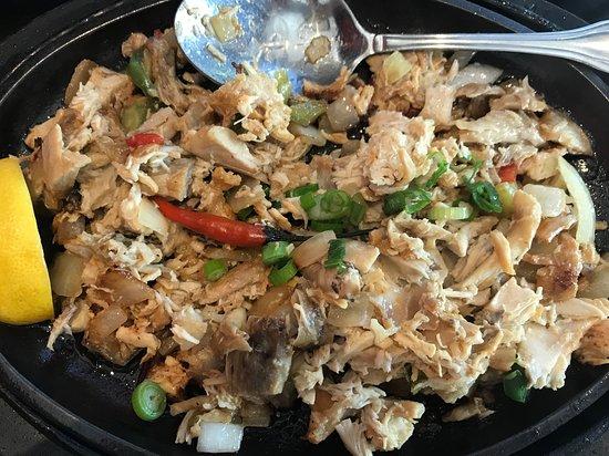 Max's Restaurant: Chicken sisig