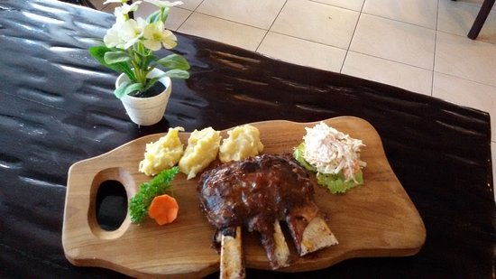 Pepito Cafe Tuban: Beef short ribs  Chicken riblet' s
