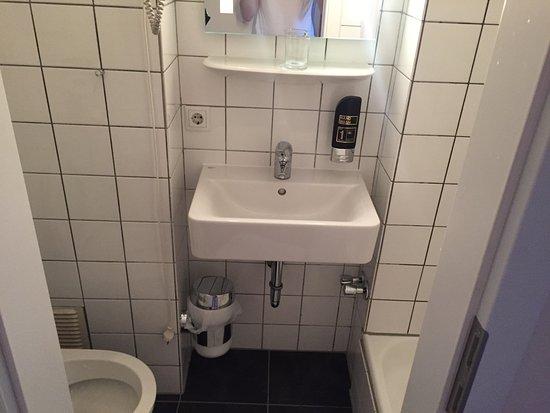 Sehr kleines Bad - Bild von Beethoven Hotel, Bonn - TripAdvisor