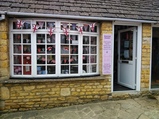 Bourton-on-the-Water, UK: Lovely shop with great stock of wool