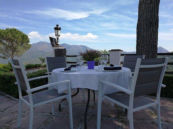 Banu Rabbah: Terraza del restaurante del hotel