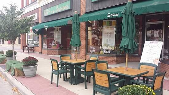 Bryan, OH: Outdoor seating
