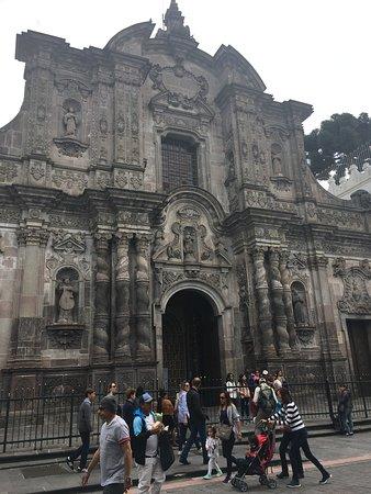 Ναός της Αδελφότητας του Ιησού (Ιγκλέσια ντε λα Κομπανία ντε Χεσούς): Exterior
