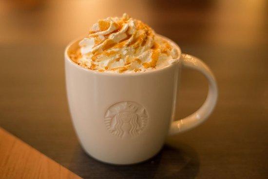 Et Des Chaudes Part Starbucks De Boissons GâteauPhoto Une wk0On8XP