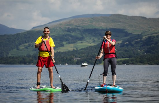 Bowness-on-Windermere, UK: Stand up paddle boarding on Lake Windermere