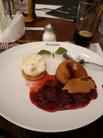 Madero Steak House Leblon: Petit gateau de doce de leite