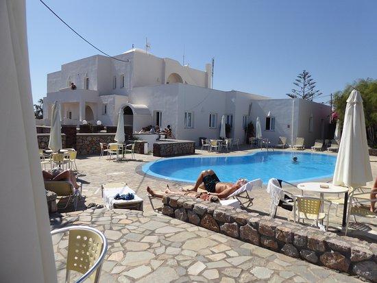 Babis Hotel: vue de l'hôtel et de la piscine