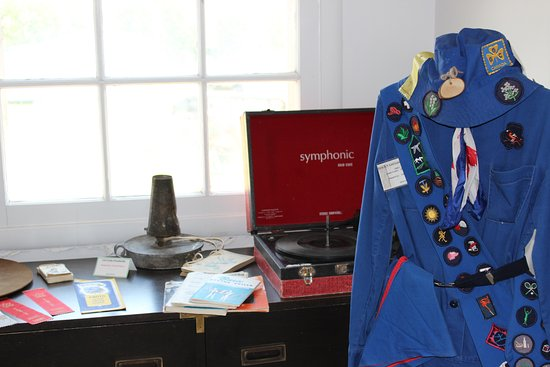 Drayton Valley Museum: The museum offers a variety of displays about community life.