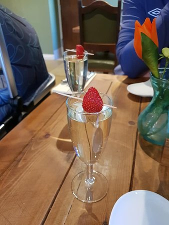 Durham, UK: Prosecco for afternoon tea.