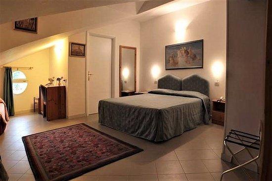 Pomposa, Italia: Camera quadrupla comfort (letto matrimoniale + due letti singoli)