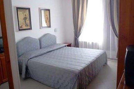 Pomposa, Italia: Camera matrimoniale DELUXE con ampio terrazzo e vista sul fiume