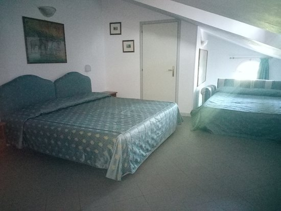 Pomposa, Italy: Camera quadrupla, composta da un matrimoniale King Size ed un divano letto a 2 posti