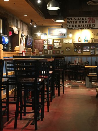 Highland Heights, KY: City Barbecue interior