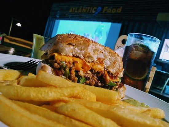 Flecheiras, CE: Fantástico sanduíche de costela com cheddar!