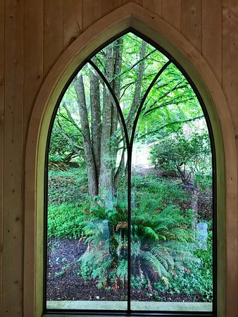 Meerkerk Gardens: Looking out from the entry gate