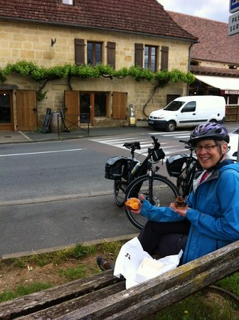Liberty Cycle SARLAT-LA-CANEDA: Lots of patisseries along the route