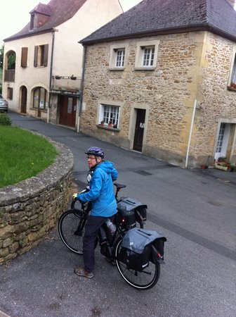 Liberty Cycle SARLAT-LA-CANEDA: Our longest day was 68km and there was still one bar left in the battery. and I used Turbo a lot