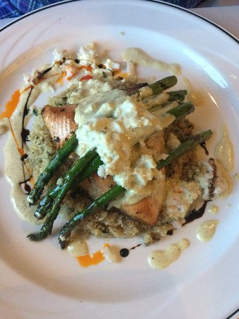 The Brentwood Restaurant & Wine Bistro: Salmon Oscar