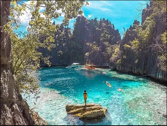 Twin Lagoons is one of the must-see destinations in the Coron Island Hopping Tour. The first lag