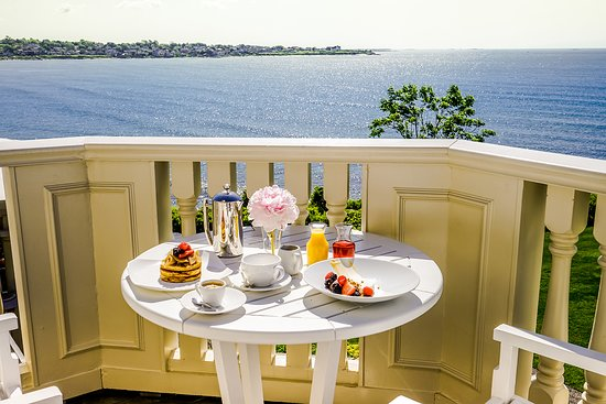 The Chanler at Cliff Walk: Enjoy breakfast directly on your private balcony.
