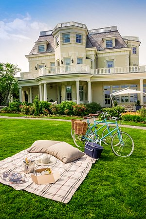 The Chanler at Cliff Walk: Embark on a Tokyobike adventure throughout Newport with a Spiced Pear picnic lunch packed for yo