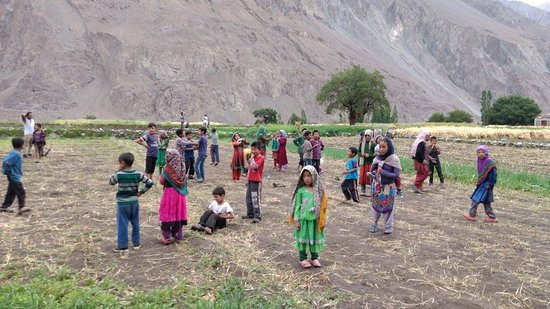 Turtuk, الهند: Local kids playing at Turtuk Village