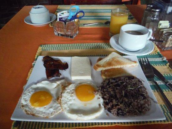 Hotel Diuwak: Tico typical breakfast. Delicious!